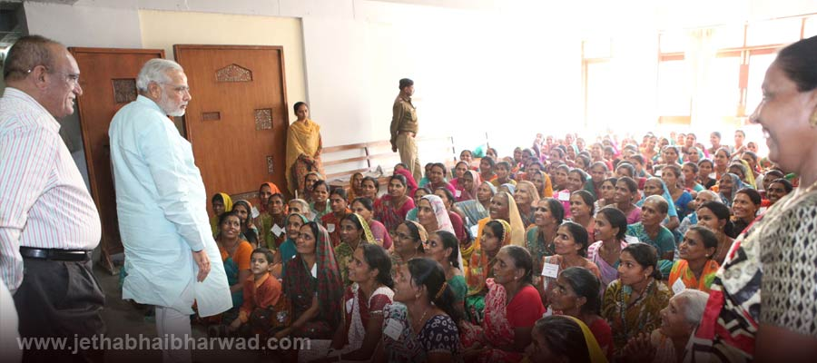 Under-Women-Educational-Training-Programme-the-women-viewed-assembly-proceedings-receieved-guidance-from-CM-2