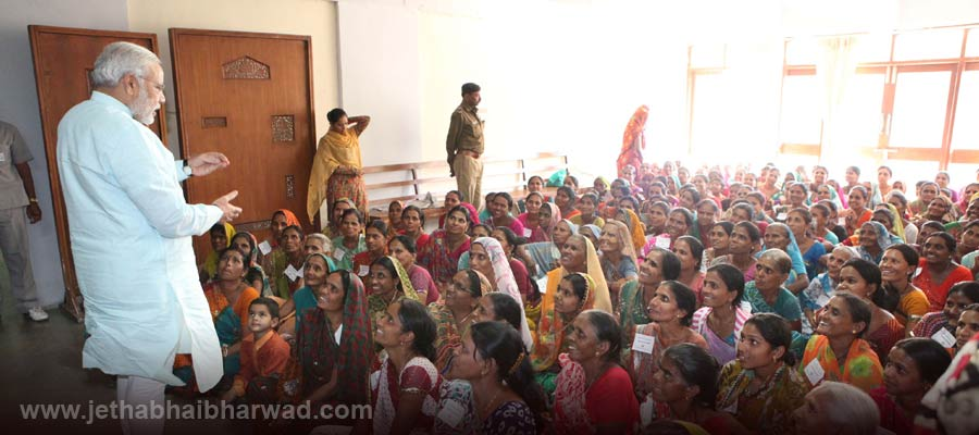 Under-Women-Educational-Training-Programme-the-women-viewed-assembly-proceedings-receieved-guidance-from-CM-4